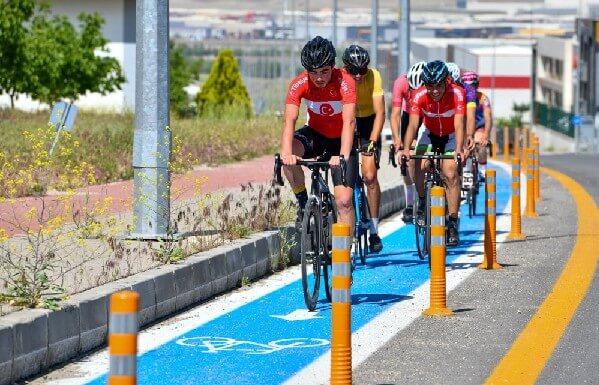 Anadolu OSB Bisiklet Yolunda bisikletçiler test sürüşü yapıyor