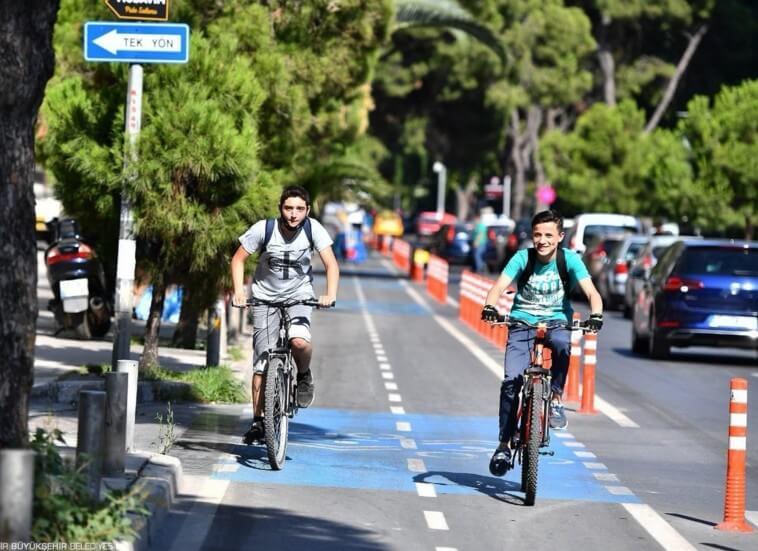 İzmir Büyükşehir Belediyesi Bisiklet Yolu Yatırımlarından bir görünüm